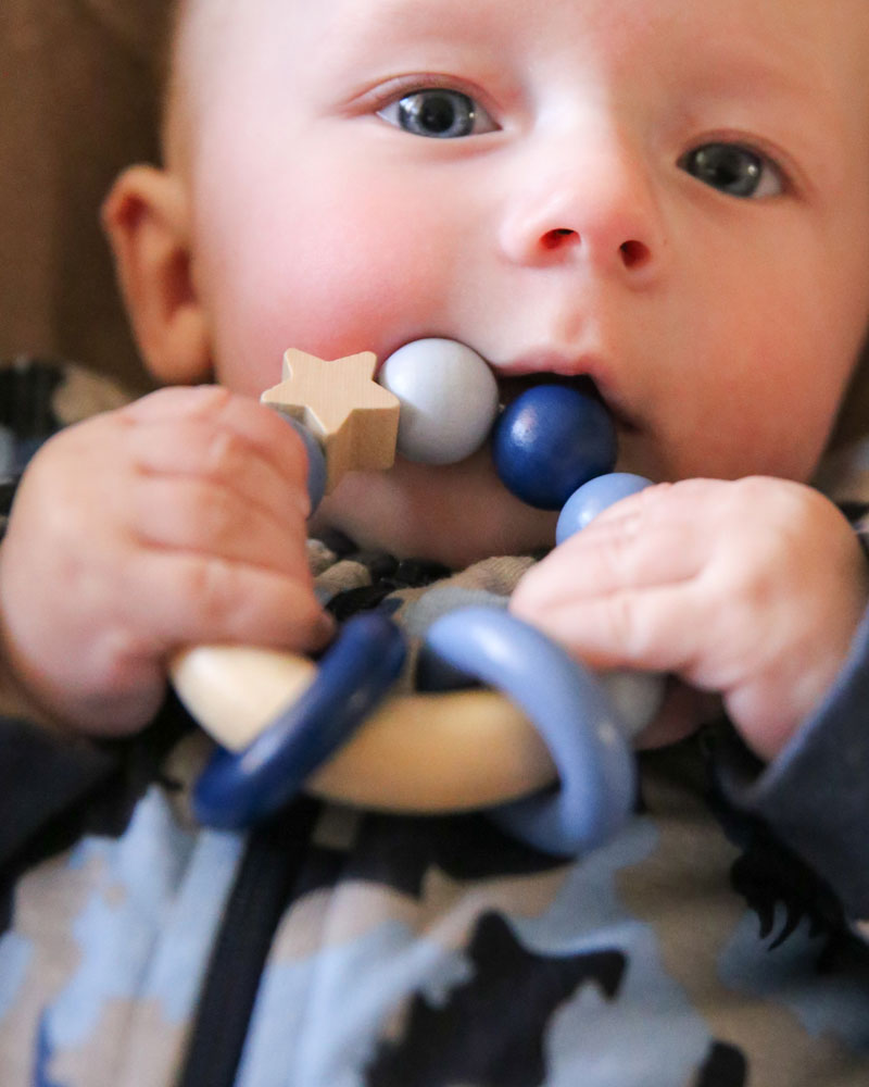 Baby with bellybutton magic touch bluewooden toy by Selecta