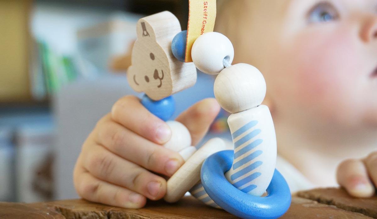 Steiff wooden grabbing toy blue